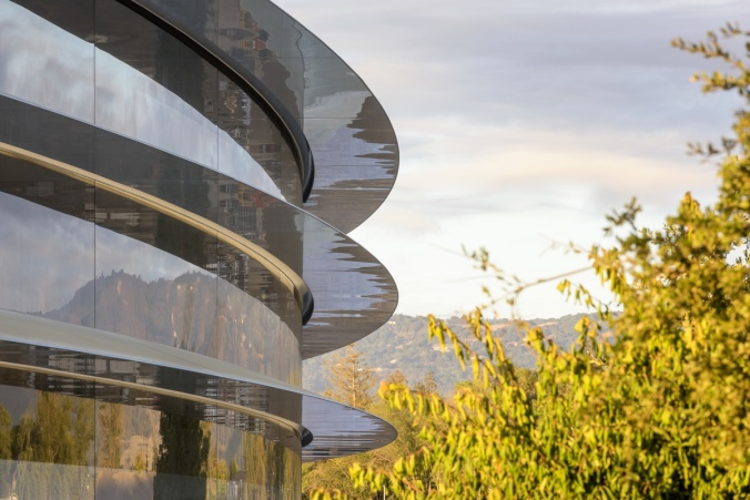 apple-park-photo-1-building-trees